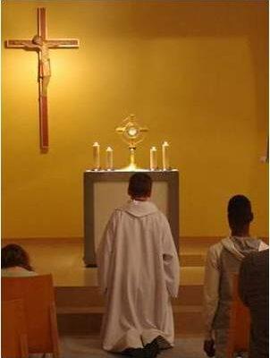 Adoration à la chapelle de l'Agneau de Dieu